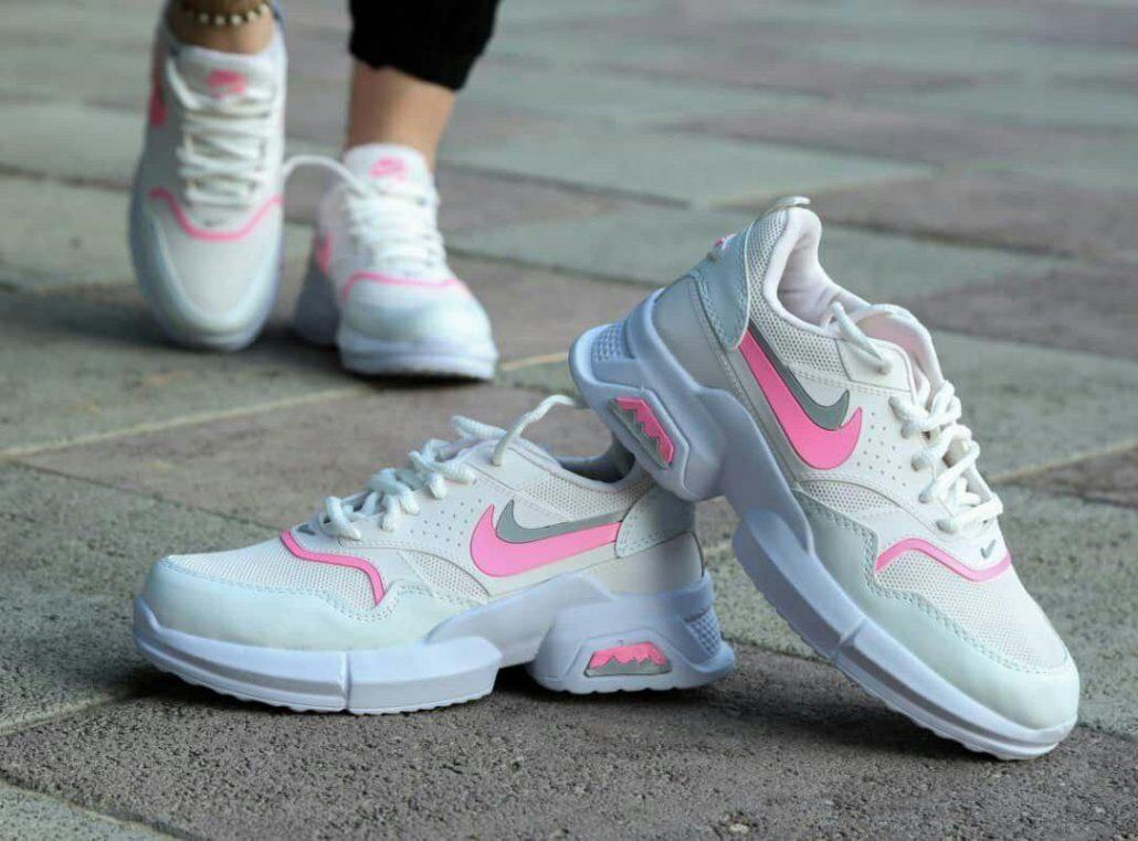 راهنمای پوشیدن کفش کتانی برای خانمها 5